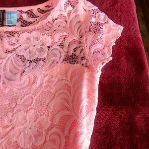 Dresses & Skirts - Fitted lace pink dress